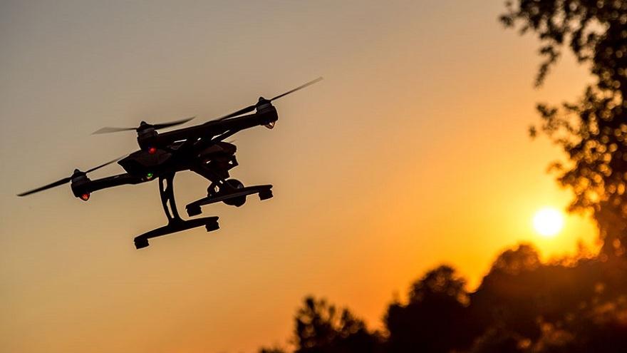 Los drones pueden ser altamente peligrosos si se equipan con armamento y actúan en masa