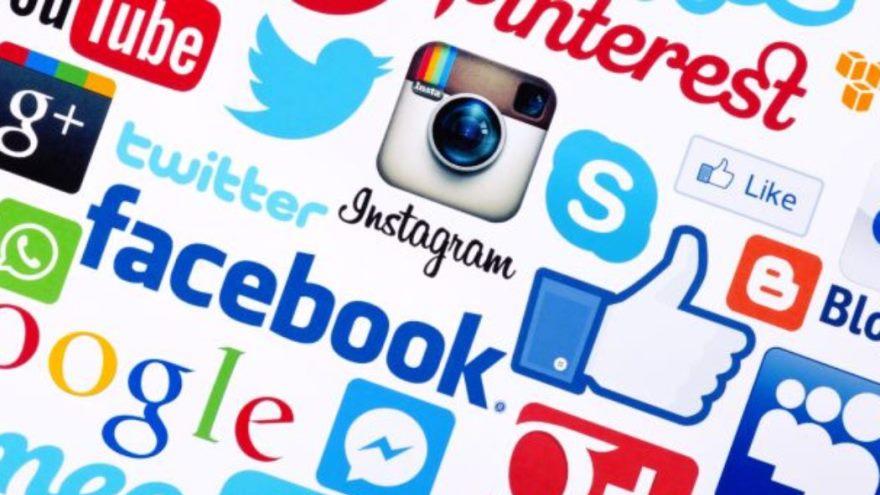Otra forma es utilizar las redes sociales como Facebook, Twitter y Google+