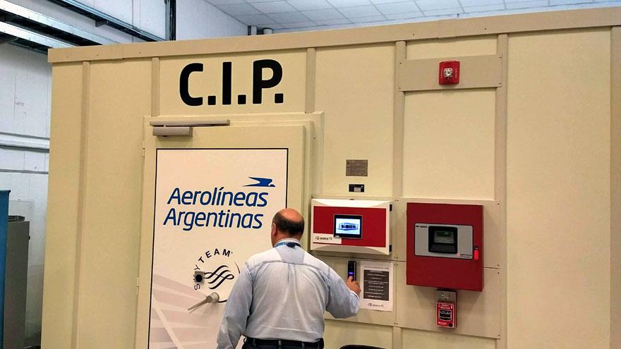 Acceso biométrico al centro de datos de Aerolíneas Argentinas en Ezeiza.