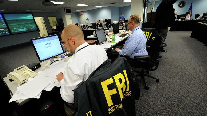 Los organismos oficiales pelean contra grupos como Anonymous