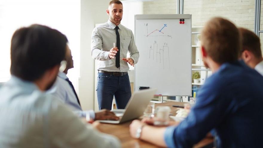 Los gerentes de Ventas ganan más que los de Finanzas o Marketing, pero sólo 5%