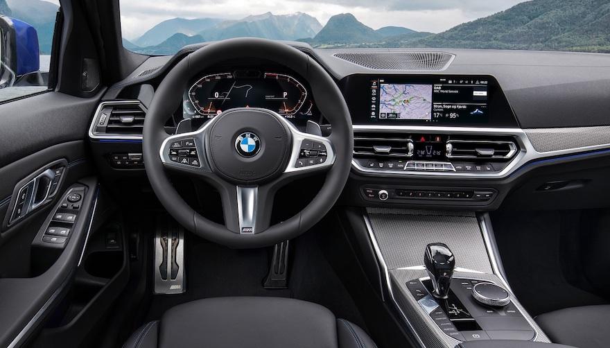 no es simplemente un sustituto para los sistemas actuales de reconocimiento de voz en el auto