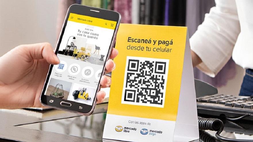 Al momento de pagar con QR o realizar una compra en Mercado Libre, el usuario que tiene una oferta de crédito disponible puede elegir