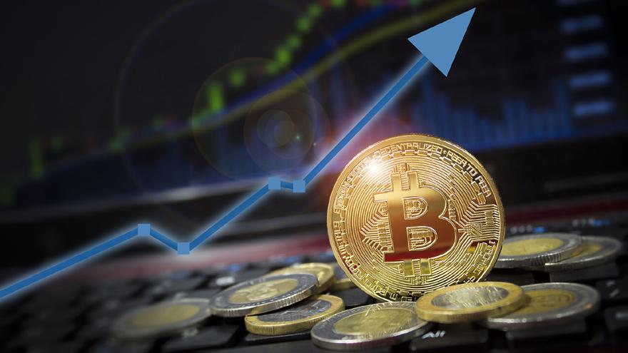 El Bitcoin puede tener variaciones diarias muy bruscas, por lo que aconsejan invertir una porción mínima de los ahorros