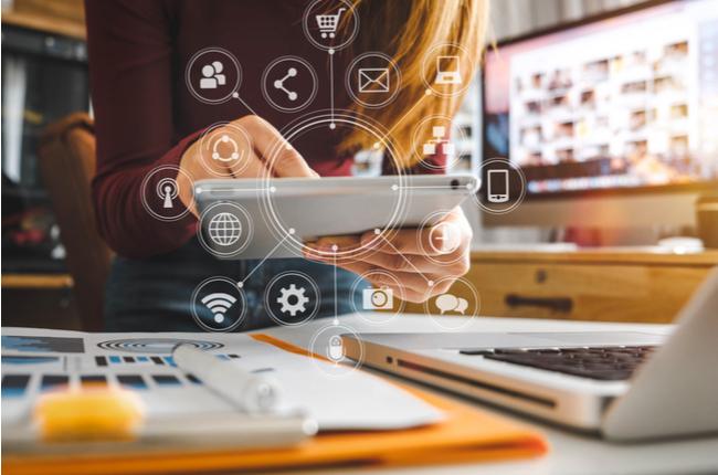 La compañía busca acortar la brecha digital.