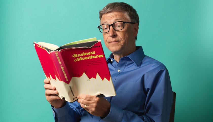 Es sabido que Bill Gates es un ávido lector y que puede devorar hasta 50 libros por año