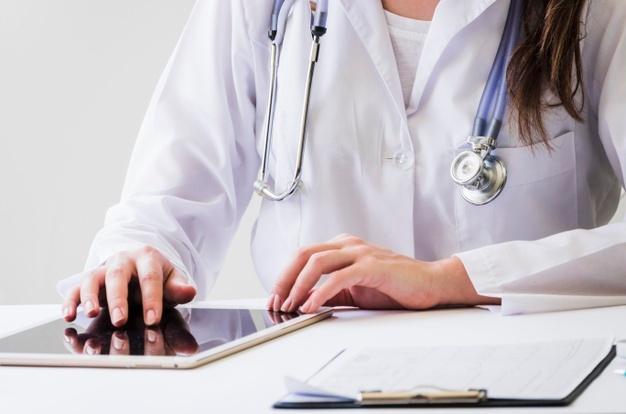 Los médicos encuentran en estas soluciones la forma de seguir atendiendo.