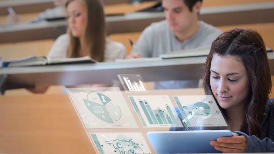 Las pantallas son una parte fundamental de este proceso de aprendizaje.