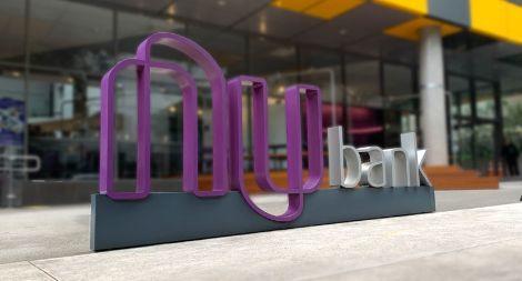 Logo de la sede central de Nubank en San Pablo