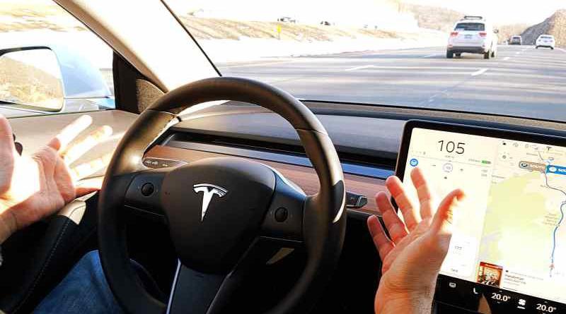 Pero Tesla y Mobileye tuvieron un agrio y público divorcio después de que un conductor muriera en 2016 al estrellarse el Model S