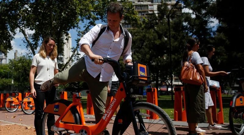 Hasta el momento suma más de 2.500.000 de usuarios, 1.500 estaciones, 14.600 bicicletas y más de 21.800.000 viajes En el último año, hubo un promedio mensual de 1.800.000 en estas urbes.