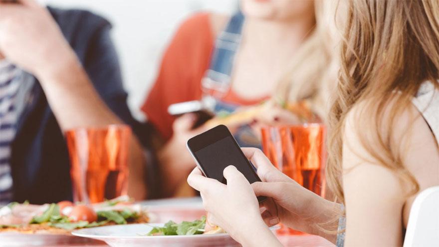 El teléfono como compañero inseparable