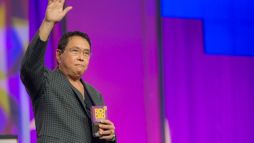 Robert Kiyosaki anticipa una crisis bancaria y recomienda invertir en Bitcoin