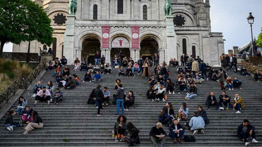El Institut Montaigne cree necesario eliminar un día feriado y una semana de vacaciones escolares para ayudar a la economía