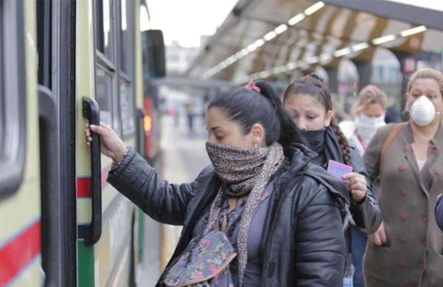 Solo los trabajadores esenciales podrán usar el transporte público