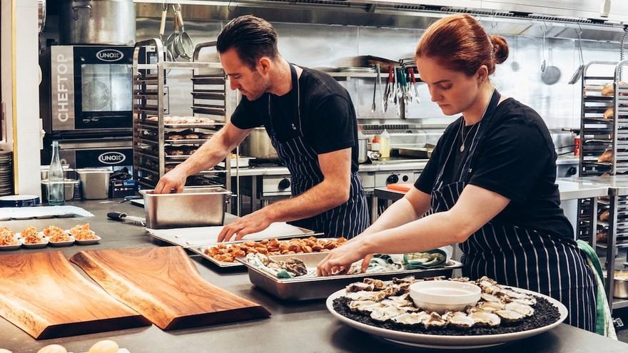 Las apps de delivery avanzan hacia el dark kitchen: los restaurantes alquilan módulos con cocinas de donde parten los pedidos
