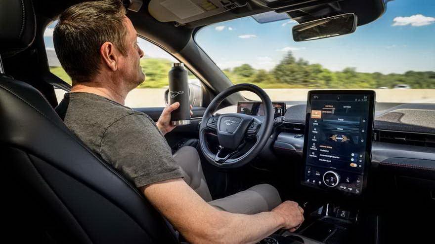 Ford se alía con Intel para desarrollar la conducción autónoma