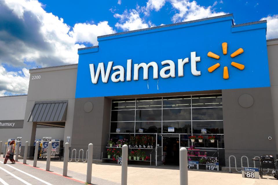 Walmart interactúa con millones de clientes, incluidos algunos que no tienen una relación con un banco o un asesor financiero.