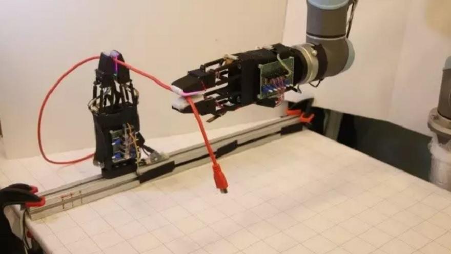 Este robot puede manejar cables