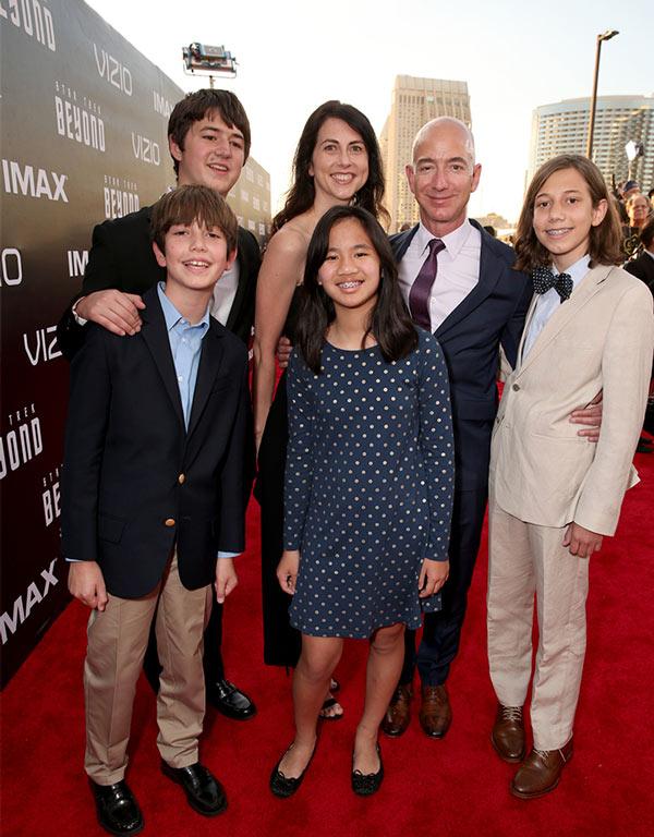 Jeff Bezos y su familia