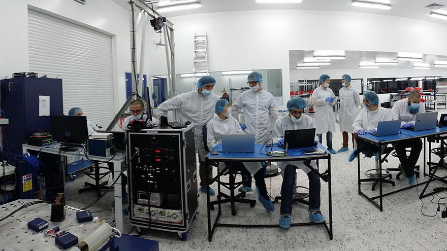 La empresa tiene más de 200 empleados distribuidos en varios países. Más de 180 son ingenieros