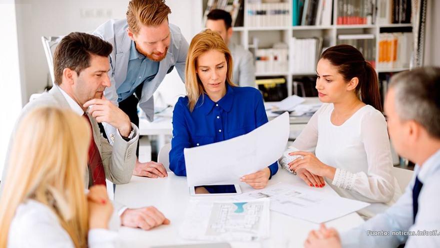 Los mentores, al igual que los grandes emprendedores mencionados anteriormente, cumplen el rol de guiar a las nuevas generaciones de fundadores de empresas a desarrollar sus proyectos con éxito
