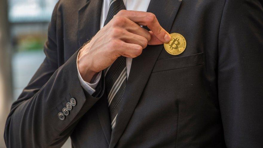 Ante una próxima crisis bancaria, Robert Kiyosaki recomienda volcarse al bitcoin