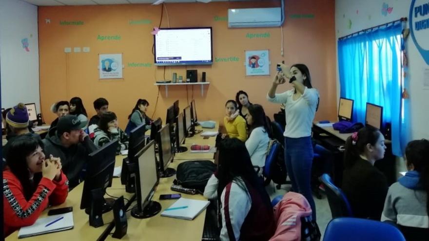 La capacitación de jóvenes en tecnología tiene como objetivo atraerlos a estudiar carreras tecnológicas