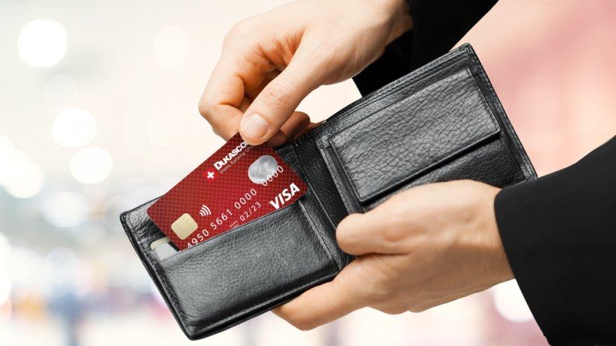 Dukascopy permite obtener una tarjeta prepaga del exterior en la que depositar el saldo de PayPal o Bitcoins