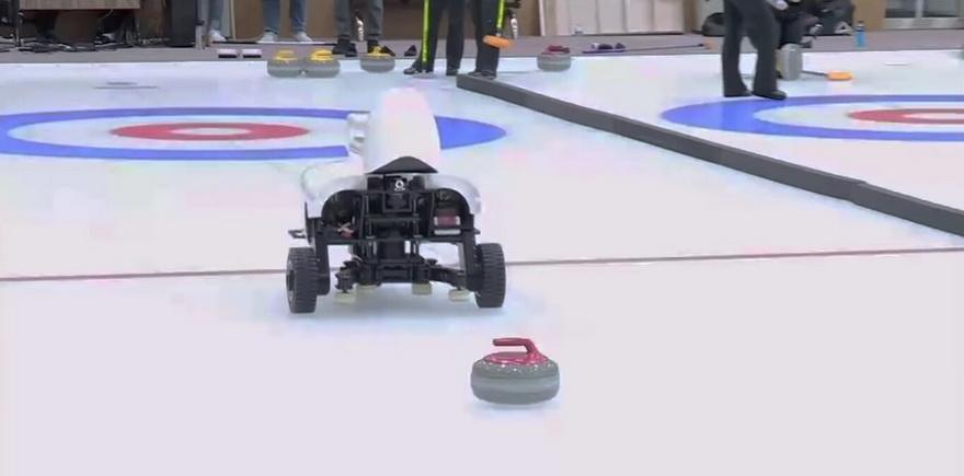 El robot,aparte de ser simpático, ha demostrado gran destreza en el campo de juego