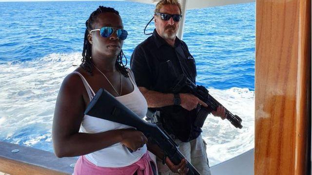 En 2019 fue detenido en República Dominicana cuando su barco atracó en el país y encontraron en él armas, municiones y dinero en efectivo
