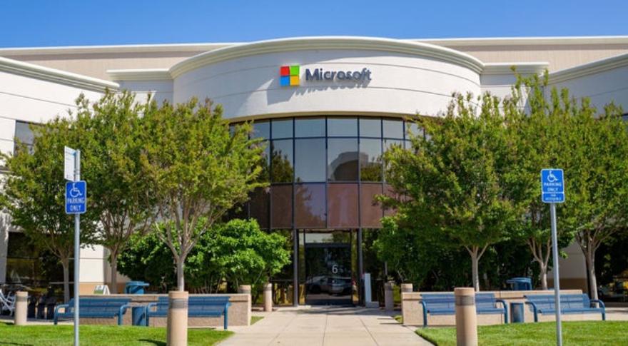 La compañía fundada por Bill Gates dominó el mercado con su sistema operativo entre los años 90 y 2000,