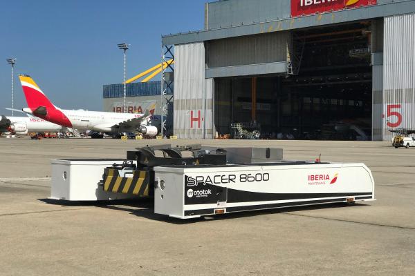 Iberia Mantenimiento ha adoptado también esta misma tecnología para el carreteo de aviones a los hangares de Madrid y Barcelona