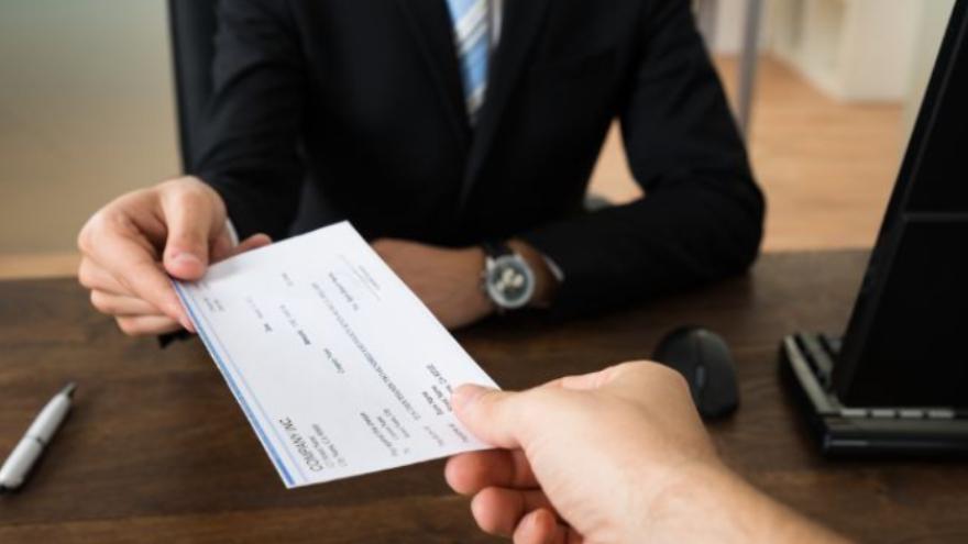 Antes de la pandemia, todos los cheques eran en papel. Ahora, la mitad son digitales