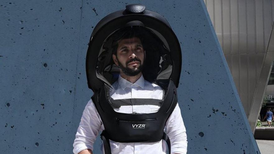 Lindo casco para andar en el subte en hora pico