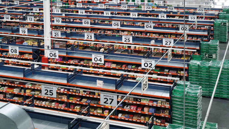 Glovo también colabora con grandes cadenas de supermercados como DIA, Carrefour,
