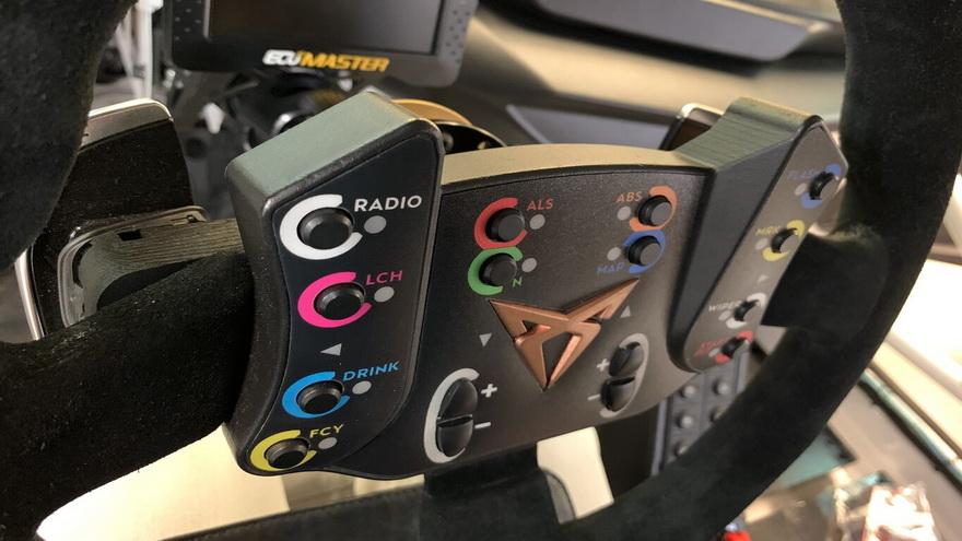Cuadro de mandos del volante en los modelos de carreras por impresión 3D