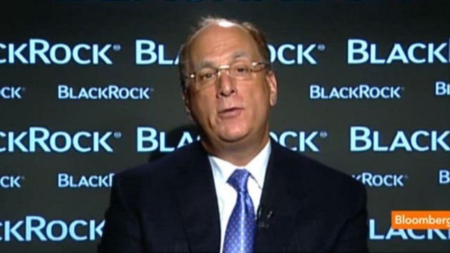 El CEO de BlackRock cambió de opinión y ahora posibilitará las transacciones en Bitcoin