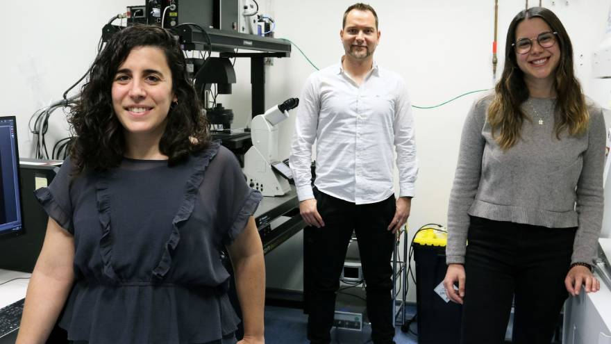 De izquierda a derecha, María Guix, Samuel Sánchez y Judith Fuentes, desarrolladores del estudio