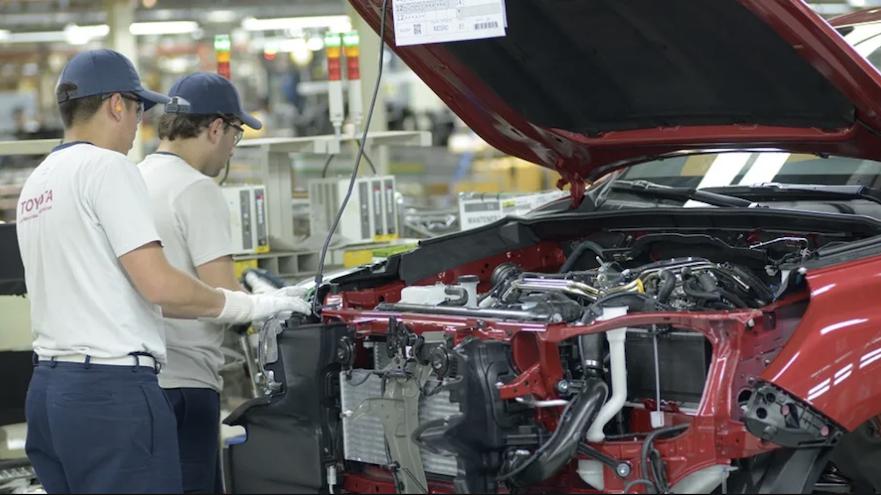 Toyota Hilux se renueva para estrenar un motor híbrido.
